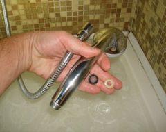 Как поменять душевой шланг в ванной