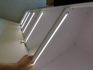 Как выполнить подсветку в шкафу